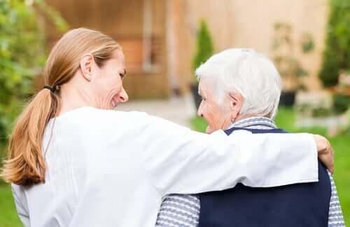 Yksi merkittävimmistä eroista LATE-dementian ja Alzheimerin taudin välillä on se, että LATE-dementian tapauksessa aivojen muuttunut proteiini on nimeltään TDP-43
