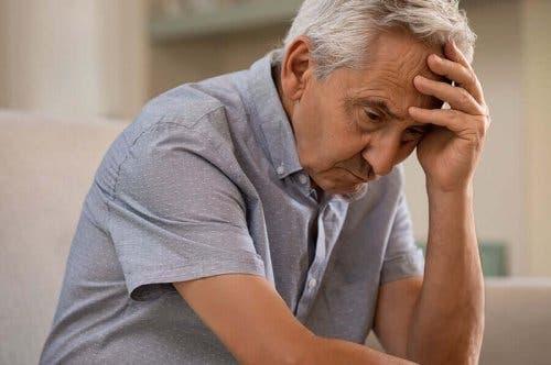 Muistin heikkeneminen voi olla merkki esimerkiksi Alzheimerin taudista