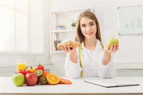 Miten vähentää sokerin saantia? Valitse omena kroisantin sijaan.