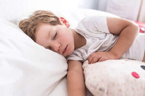 Lapsuuden astma voi aiheuttaa nukkumisvaikeuksia