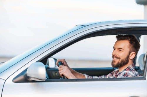 Matkapahoinvointi voi hellittää, jos auton ikkunat voidaan pitää auki.