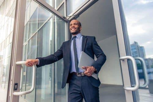 Istumiseen painottuva elämäntyyli nujerretaan muuttumalla aktiivisemmaksi myös työpaikalla.