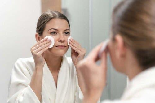 A-vitamiinin tehtävät: auttaa pitämään ihon terveenä.