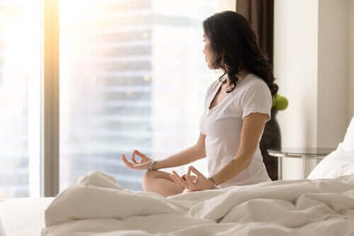 Kuinka oppia uusi tapa meditoida aamulla?