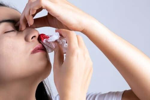 Mistä nenäverenvuoto johtuu? 9 tärkeintä syytä