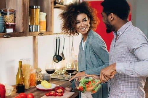 Parisuhteen hyvinvoinnin parantaminen tekemällä kivoja aktiviteetteja yhdessä.