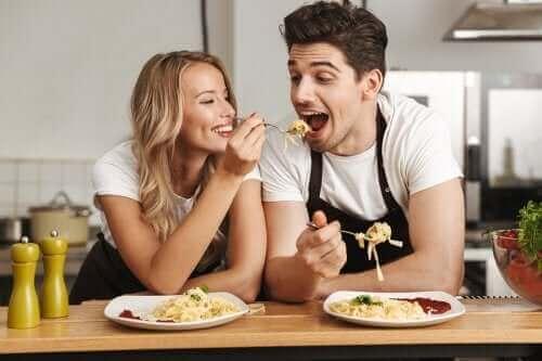 Parisuhteen hyvinvoinnin parantaminen hauskojen aktiviteettien avulla