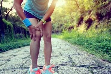 Juoksijan polvi: kotitekoisia hoitoja vaivan hoitoon