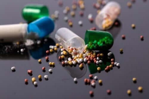 Lääkkeiden jauhaminen johtaa lääkkeen enteerisen päällysteen muutokseen ja tämä puolestaan vaikuttaa negatiivisesti sen farmakologiseen vaikutukseen