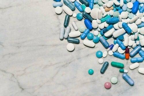 Vaikka lääkkeiden jauhaminen tekee lääkkeen nielemisestä helpompaa, monissa tapauksissa tämä toiminto voi vaikuttaa lääkkeen stabiilisuuteen