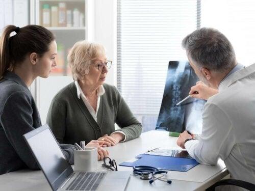 Luumetastaasin hoitamiseksi asiantuntija voi suorittaa järjestelmällisen tai paikallisen lähestymistavan tapauksesta riippuen