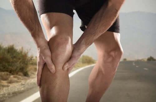 Jalkakramppeja esiintyy pohkeissa.