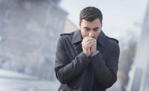 Kuivat ja halkeilevat kädet voivat johtua kylmästä säästä