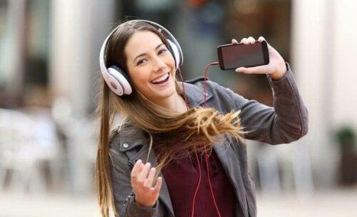 Musiikkin pohjautuvaa terapiaa on hyödynnetty jo niillä ihmisillä, joitka sairastavat esimerkiksi Alzheimerin tai Parkinsonin tautia