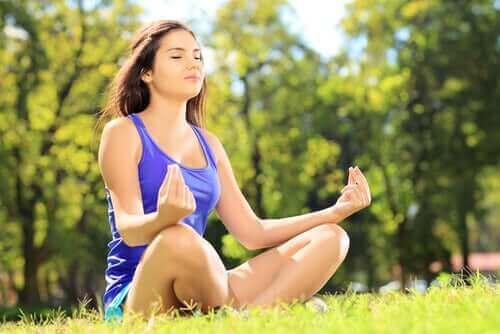 Liikunta on hyväksi aivoille, koska se erittää muun muassa hyvänolonhormoneja.
