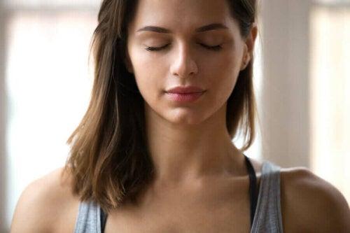 Omien tunteiden tunnistaminen auttaa meitä erottamaan joukosta ne tunteet, jotka tekevät meistä turhautuneita, vihaisia tai surullisia