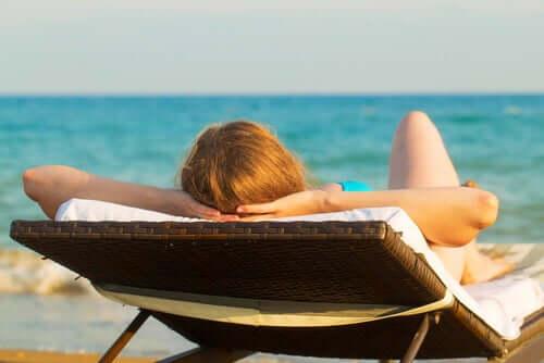 Liiallinen auringolle altistuminen aiheuttaa ihossa vaurioita, jotka ilmenevät myöhemmin ihon hyperpigmentaationa