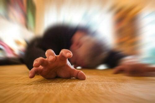 Vakava epilepsiakohtaus kestää yleensä 1–2 minuutin ajan, jonka seuraa vielä useamman minuutin ajan kestävä sekaannusjakso