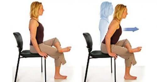 Tuoli päällä voi tehdä liikkeitä iskiaskivun parantamiseksi.