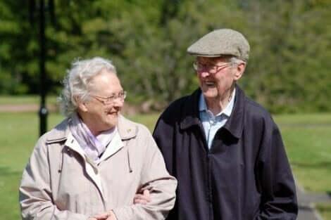 Pienikin sosiaalinen kontakti on yksinäisille vanhuksille tärkeää