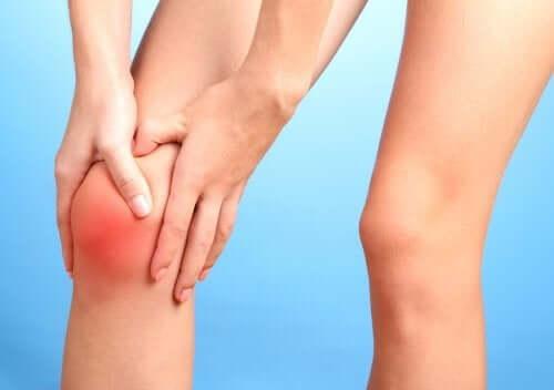 Jos syöt liikaa sokeria, voit huomata kipua nivelissä tai nivelreumaa.