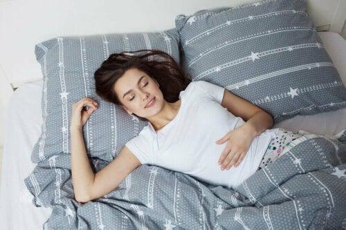 Yleisintä on, että mökkihöperyydestä kärsivällä henkilöllä esiintyy uneliaisuutta ja ahdistuneisuutta