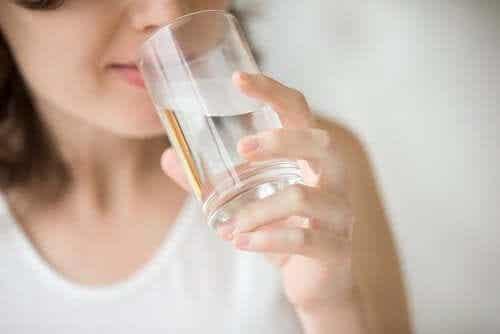 Veden juominen tyhjään mahaan