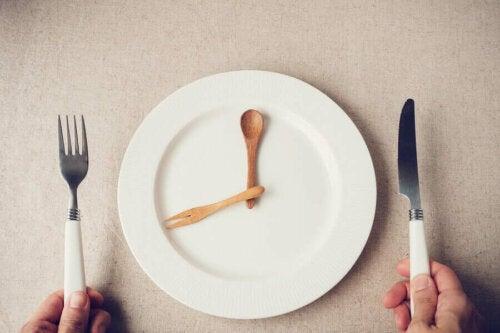 Terveellinen syöminen yhdessä ajoittaisen paaston kanssa tuottaa positiivisia vaikutuksia solujen hapettumisen moduloinnissa
