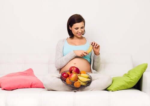 Runsaasti sokeria sisältävän ruokavalion riskit raskauden aikana
