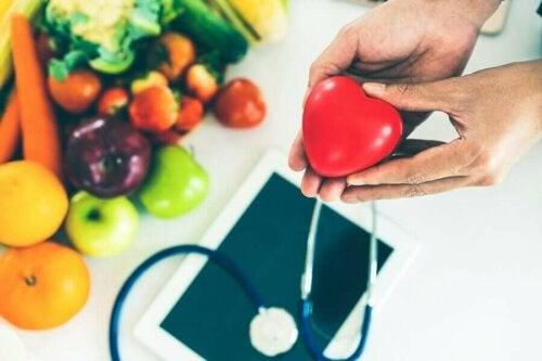 Monet tieteelliset tutkimukset ovat jo onnistuneet yhdistämään terveellisen ruokavalion yhdessä sydämen terveyteen