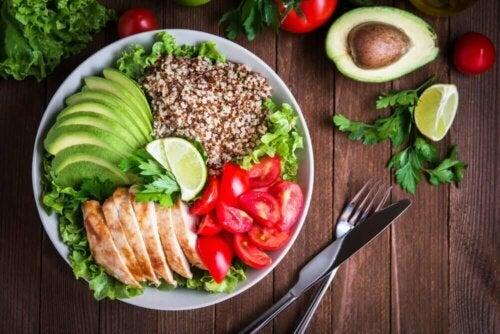 Parhaat ruokavaliot syöpää sairastaville potilaille sisältävät monipuolisen valikoiman erilaisia vihanneksia ja hedelmiä