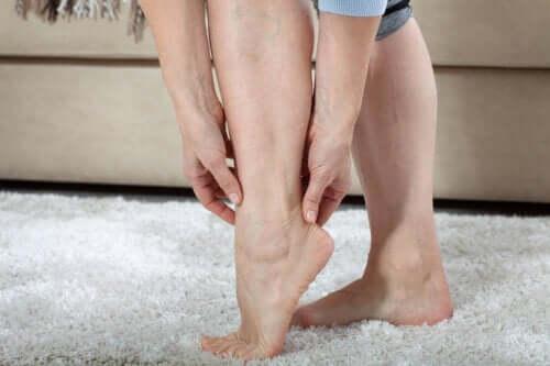 Mikä on väsyneiden jalkojen oireyhtymä?