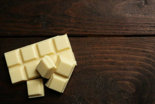 Valkosuklaa on vain vähän ravintoarvoa sisältävä ruoka, jonka säännöllinen kulutus on haitallista elimistölle