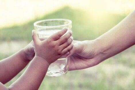 Vettä kannattaa juoda aamulla tyhjään mahaan