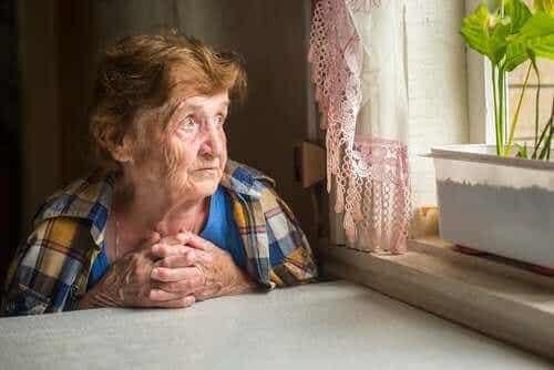 Yksinäisyys vanhuksilla: kuinka se vaikuttaa terveyteen?