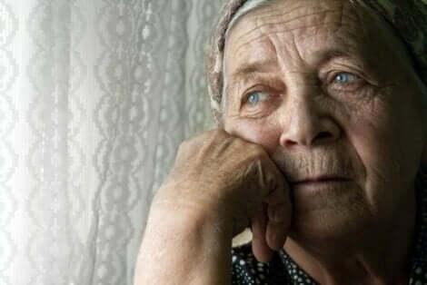 Yksinäisyys vanhuksilla vaikuttaa haitallisesti terveyteen