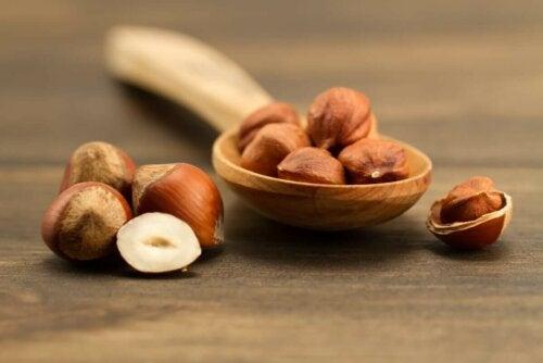 Monet miettivät, ovatko mantelit, saksanpähkinät vai hasselpähkinät terveellisempiä valintoja omaan ruokavalioon