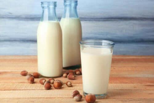 Mitä terveysetuja hasselpähkinämaidolla on?