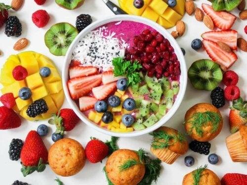 Varmista, että lapsesi syö terveellisesti myös kesällä.