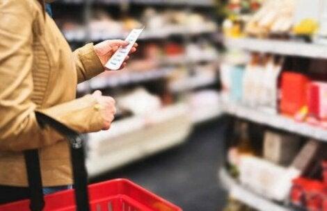 Ruoan lisäaineet kannattaa tarkistaa tuoteselosteesta ennen ostoa
