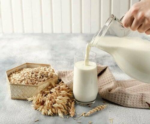 Monet kasvijuomat on varustettu ylimääräisellä sokerilla maun parantamiseksi, joten on tärkeää, että näiden tuotteiden merkintöihin tutustutaan tarkemmin