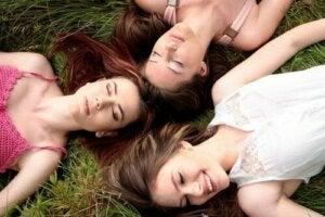 Kuukautiskierron synkronoituminen naisilla
