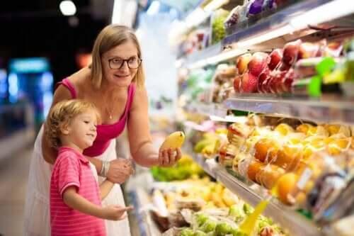 Näin varmistat, että lapsesi syö terveellisesti myös kesällä