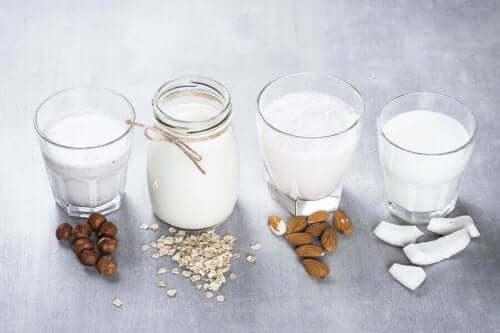 Pähkinöistä valmistetut maidot ovat huomattavasti lehmänmaitoa epäterveellisempiä valintoja.