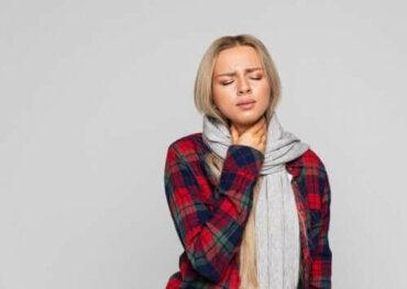 Neljä luontaishoitoa kurkunpääntulehdukseen