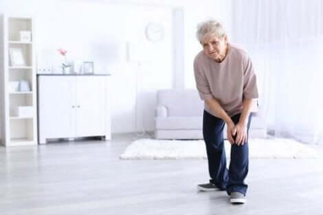 Artriitti aiheuttaa nivelkipua