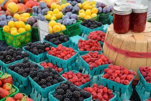 kestävä ruokavalio puolustaa paikallisten tuotteiden kulutusta ja edistää vähäisempää teollista jalostusta