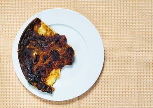 Viisi valeuutista ravitsemuksesta: palaneen ruoan akryyliamidi.