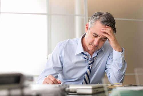 Tutkimus vahvistaa, että stressi aiheuttaa harmaita hiuksia.