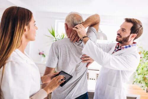 Liikuntaharjoitukset välilevypullistuman hoitoon